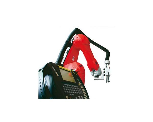 Nitownica automatyczna AU250 na ramieniu robota.